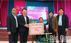Phó Chủ tịch UBND tỉnh Lê Ánh Dương thăm, chúc Tết tại Trung tâm Điều dưỡng Thương binh Thuận Thành và chùa Phật Tích (Bắc Ninh)