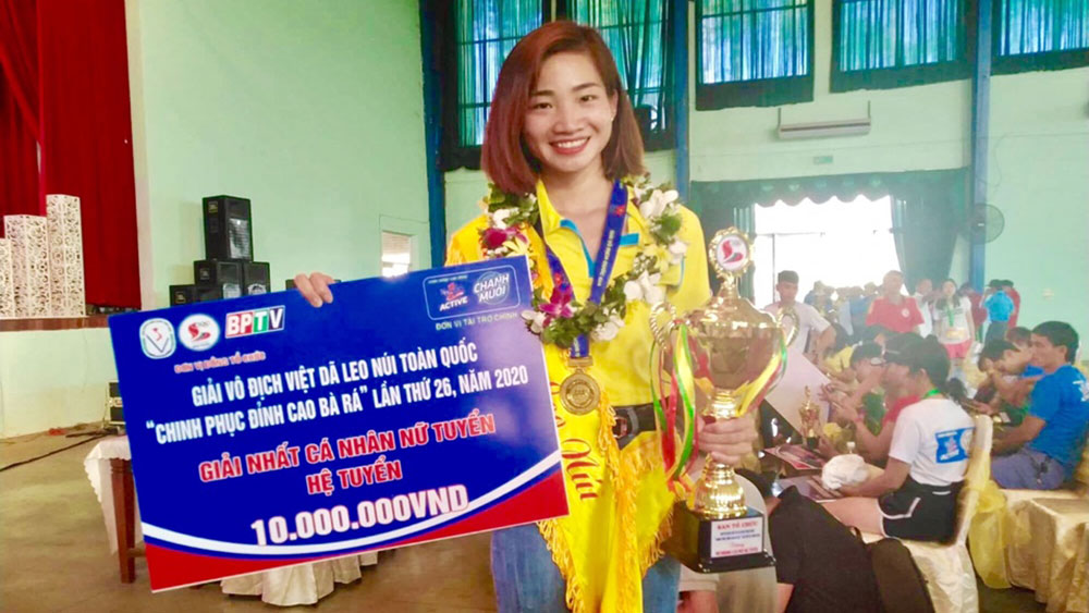 Nguyen Thi Oanh wins National Ba Ra Mountain Climbing Tournament