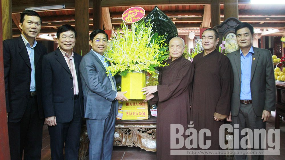 Provincial Chairman Duong Van Thai pays pre-Tet visits to religious dignitaries