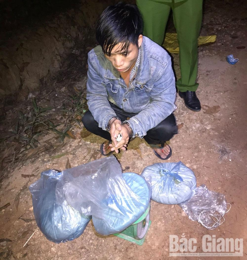 Đối tượng Triệu Văn Phương và tang vật bị thu giữ.