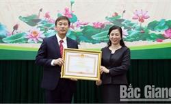 Ban Tuyên giáo Tỉnh ủy Bắc Giang tặng Giấy khen cho 12 tập thể, 31 cá nhân