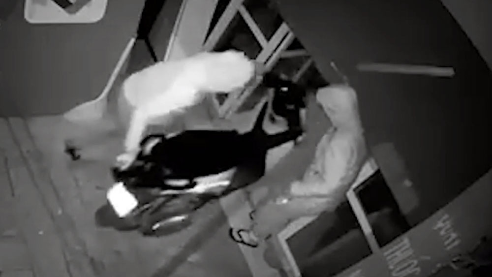 Chủ nhà truy đuổi trộm giành lại xe SH
