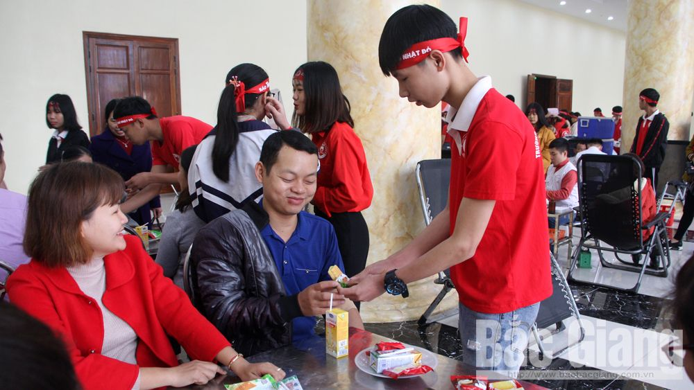Bac Giang: 80 volunteers readily donate blood on Tet occasion