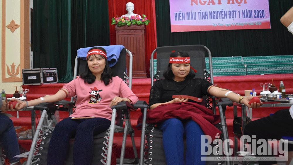 Gần 1 nghìn nguyện viên tham gia ngày hội hiến máu