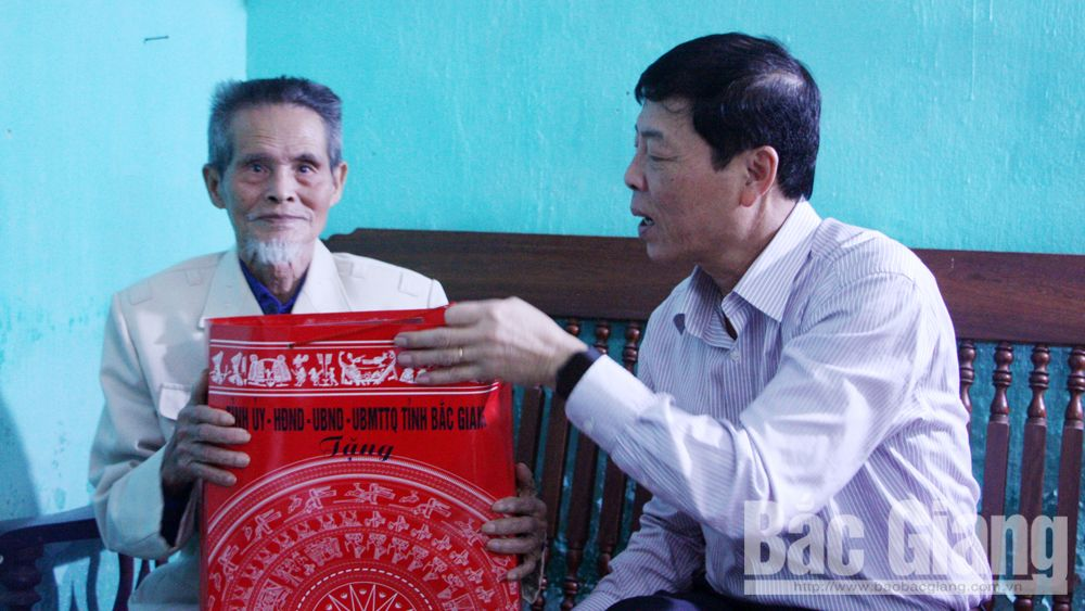 Provincial Party Secretary, Bui Van Hai, Bac Giang province, Tet gift, national contributors, poor households