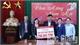 Phó Bí thư Thường trực Tỉnh ủy Lê Thị Thu Hồng trao quà Tết cho người nghèo huyện Yên Thế
