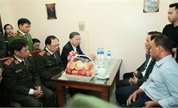 Bộ trưởng Công an chia buồn với gia đình Thiếu úy Dương Đức Hoàng Quân