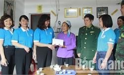 """Hội LHPN tỉnh Bắc Giang tổ chức chương trình """"Đồng hành cùng phụ nữ biên cương"""""""