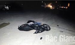 Bắc Giang: Không đội mũ bảo hiểm, xe máy va chạm với ô tô kéo rơ-mooc, hai thanh niên chết thảm
