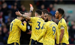 Aubameyang nhận thẻ đỏ, Arsenal bị Palace cầm hòa