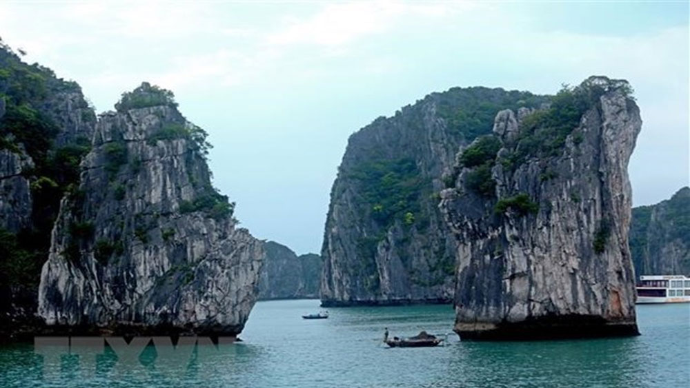 Ha Long Bay, double UNESCO recognition, 20th anniversary, World Natural Heritage Site,  arts performances,  most famous attractions