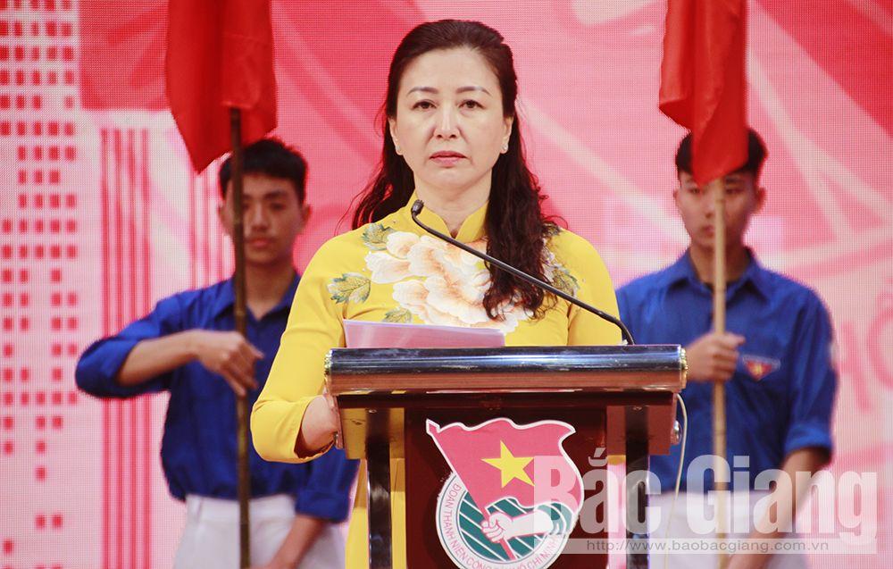 Đồng chí Lê Thị Thu Hồng phát biểu tại chương trình.