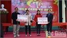 Tân Yên (Bắc Giang): Tết sum vầy, tặng quà và vé xe cho công nhân nghèo, xa quê