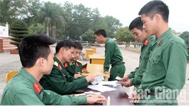 Lữ đoàn Pháo binh 164 (Quân đoàn 2) tiễn quân nhân hoàn thành nghĩa vụ quân sự về địa phương