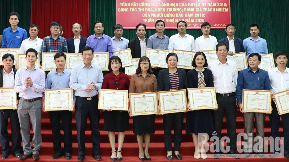 Hiệp Hòa: Khen thưởng nhiều tập thể, cá nhân hoàn thành xuất sắc nhiệm vụ năm 2019