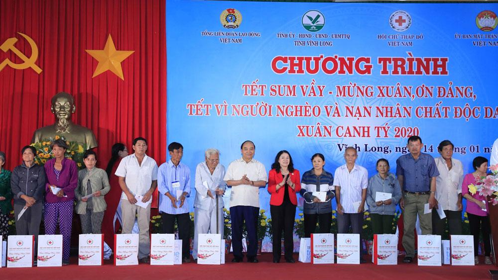 Thủ tướng dự chương trình Tết Sum vầy tại Vĩnh Long