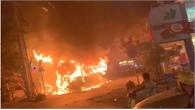 TP Hồ Chí Minh: Xe khách bốc hoả ngùn ngụt, giao thông ùn tắc nghiêm trọng