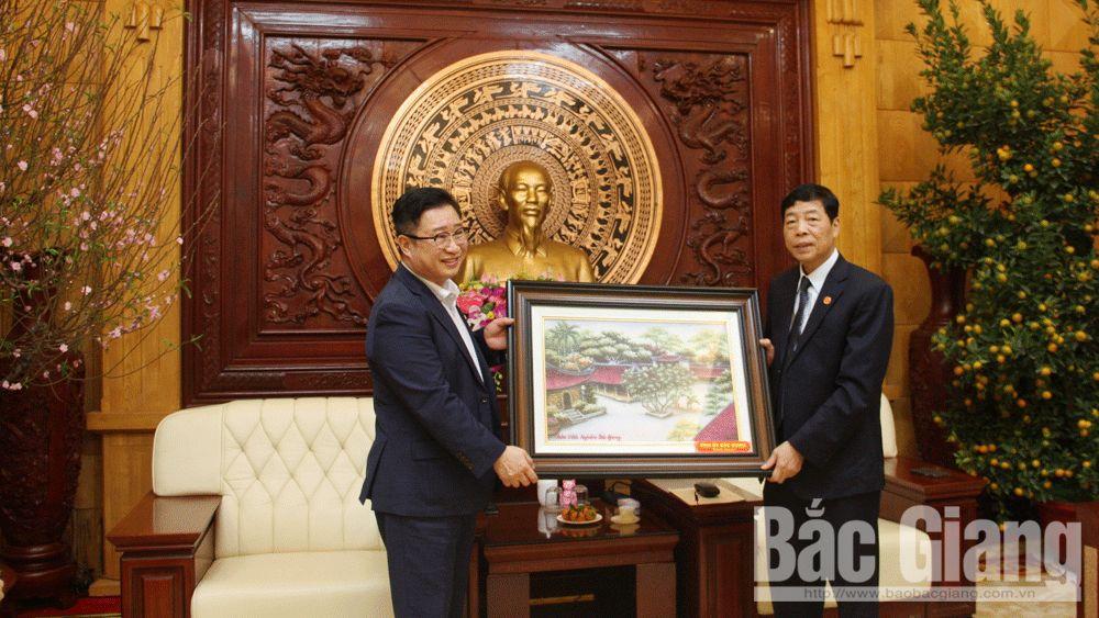 PPC's Secretary Bui Van Hai receives Vietnam's tourism ambassador Ly Xuong Can
