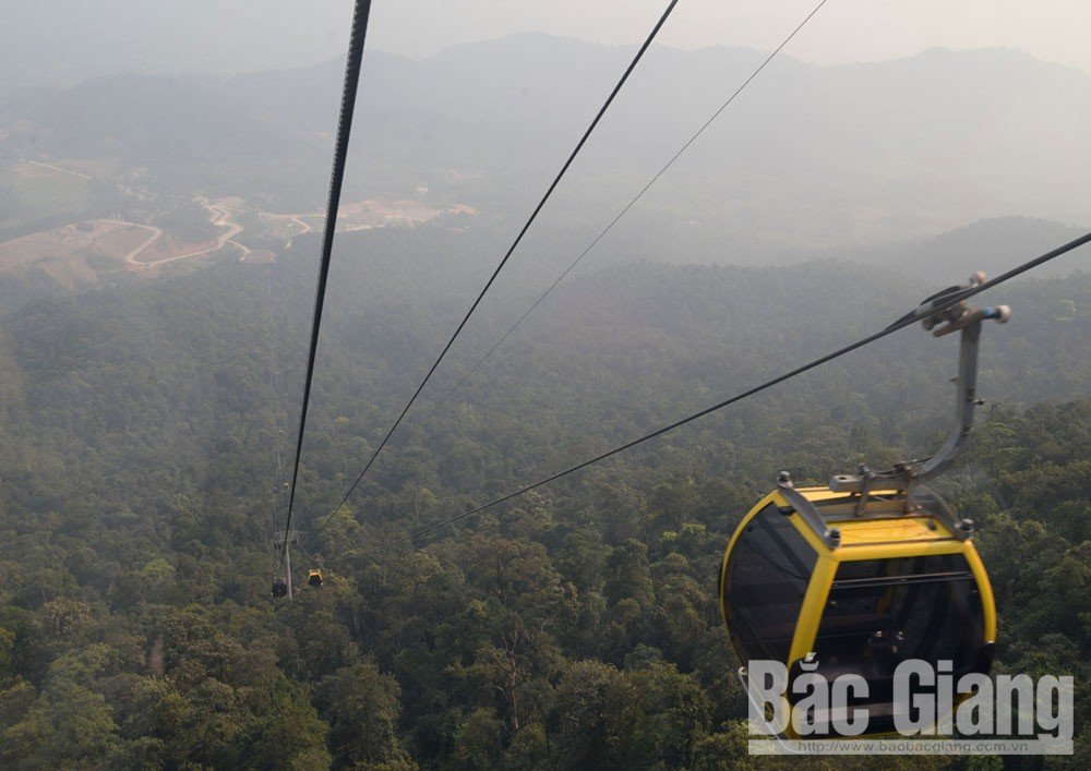 Bac Giang province, Tay Yen Tu, high mountains, deep forests, Spring Festival, cable car system, ancient banyan tree,  beautiful as a dream