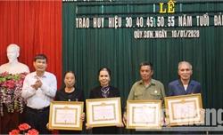 Lục Ngạn: 59 đảng viên được nhận Huy hiệu Đảng đợt 3-2
