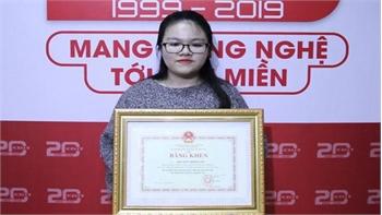 Nữ sinh viên xương thủy tinh nhận Bằng khen của Bộ trưởng Phùng Xuân Nhạ
