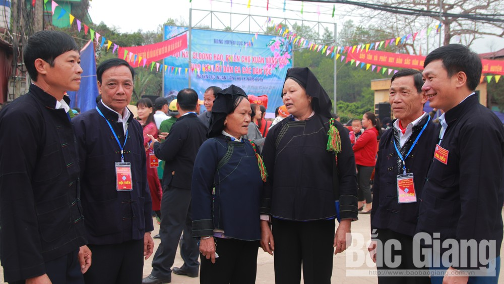 Sloong hao singing festival and Highland Spring Market on Tet occasion