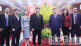Bac Giang's provincial leaders pay pre-Tet visits to Bac Ninh province