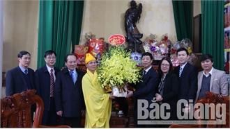 Bí thư Tỉnh ủy Bùi Văn Hải thăm, chúc Tết Giáo xứ Bắc Giang và Ban Trị sự Giáo hội Phật giáo tỉnh