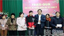 Trao 700 suất quà Tết cho hộ nghèo huyện Sơn Động