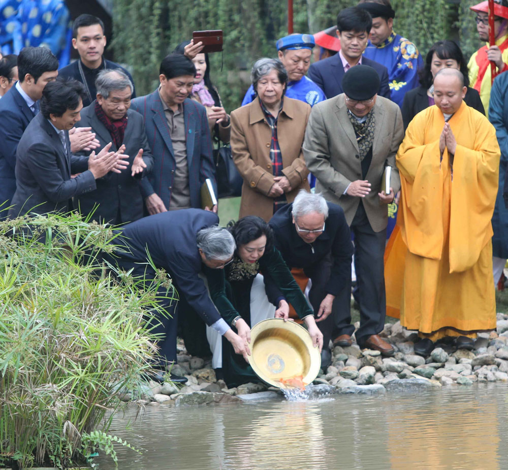 Tái hiện, nghi lễ , Tống cựu nghinh tân, Hoàng thành Thăng Long