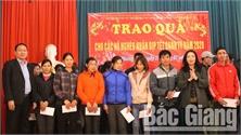 Chủ nhiệm UBKT Tỉnh ủy Bắc Giang tặng quà Tết hộ nghèo Lục Ngạn