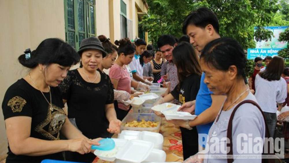 Giving love, Bac Giang province, beautiful life, Tran Tuan Hiep, Heart sharing club,  charity work, voluntary youth club, warm emotion