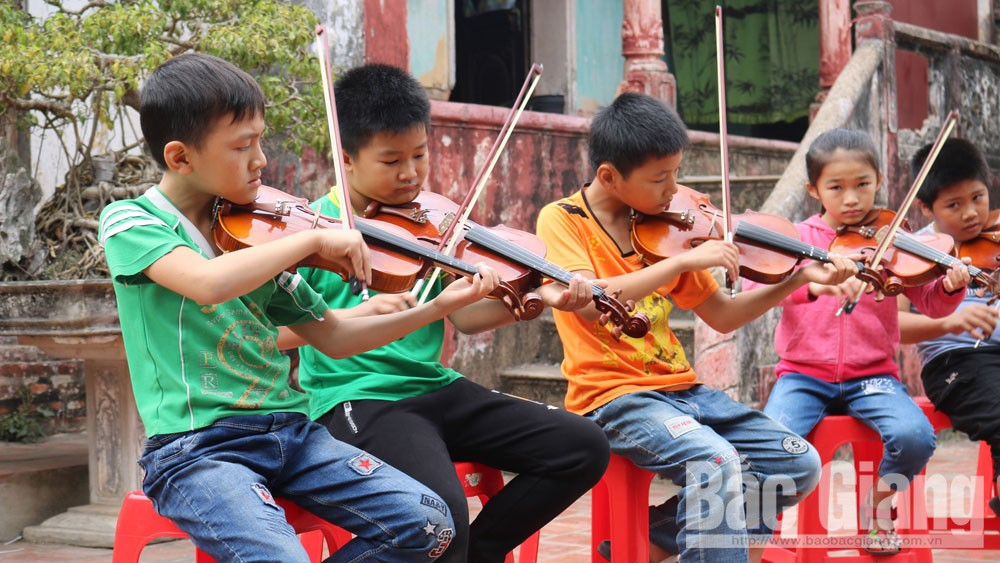 Then village, violin, Bac Giang province, Lunar New Year, hundreds-year-old houses, gentle people, pure Vietnamese village space