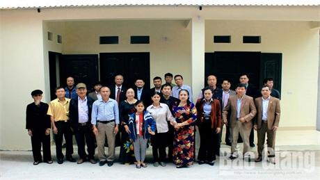 Trao tặng nhà tình nghĩa cho hộ nghèo xã Mỹ Thái