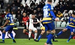 Ronaldo giúp Juventus độc chiếm đỉnh bảng