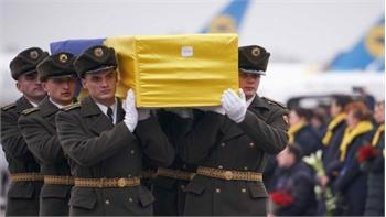 Đưa thi thể nạn nhân vụ máy bay bị bắn nhầm về nước