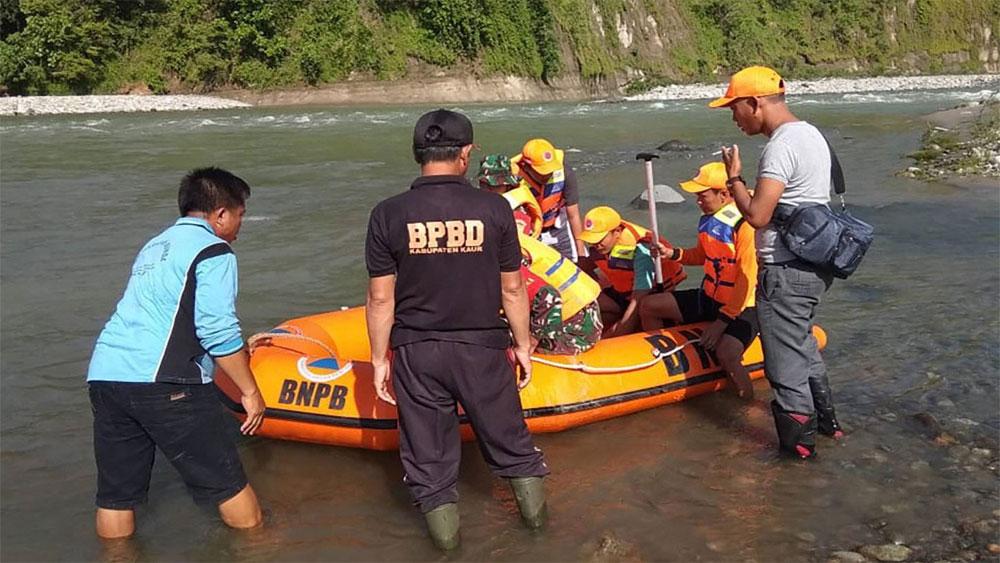 Indonesia, sập cầu, 7 người thiệt mạng, 3 người mất tích