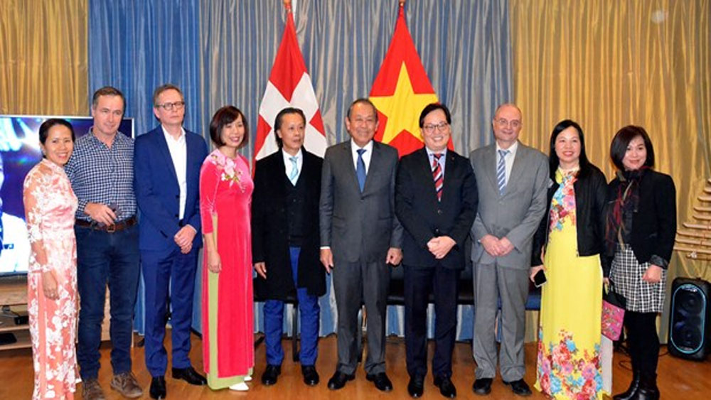 Deputy PM, Tet celebration, expats in Switzerland, traditional Lunar New Year, impressive economic growth, indispensable part
