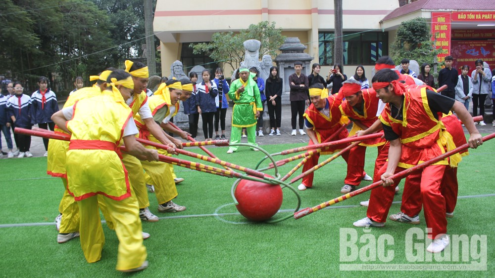 Bac Giang Museum reenacts Moc Cau ritual and folk games