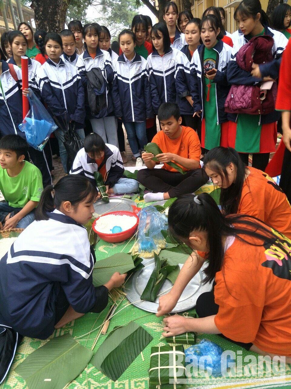 Bắc Giang, bánh chưng xanh, học sinh Trường Tiểu học Dĩnh Kế gói bánh chưng