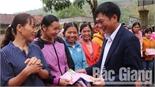 Lục Ngạn:100% hộ nghèo được nhận quà Tết