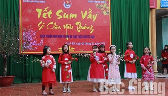 Thousands of students experience traditional Tet