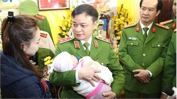 Bộ Tư lệnh Cảnh sát cơ động trao gần 4 tỷ đồng cho thân nhân 3 liệt sĩ vụ Đồng Tâm