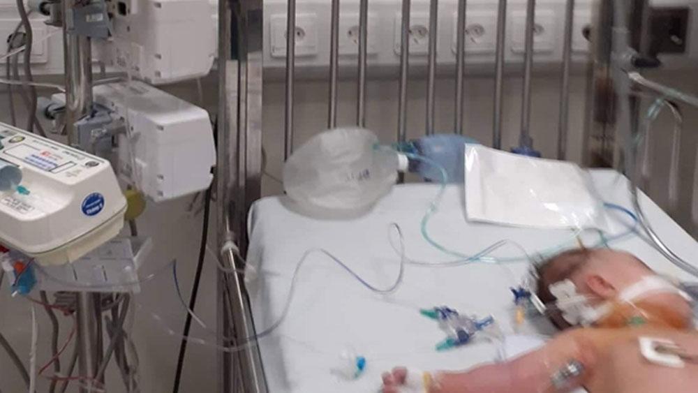 Pha sữa non, sữa mẹ, bé gái 3 tháng, Hà Nội ,nguy kịch