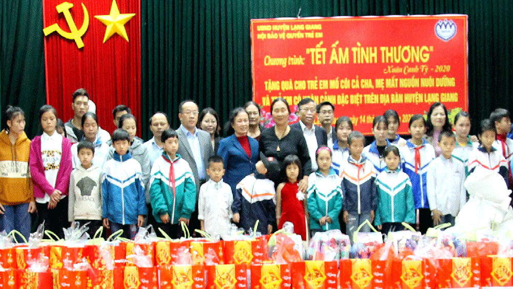 Tet gift, Bac Giang province, Tet for the poor, Fatherland Front's Committee, Lunar New Year 2020