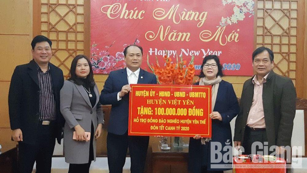 Việt Yên tặng 400 suất quà Tết cho người nghèo huyện Lục Ngạn và Yên Thế