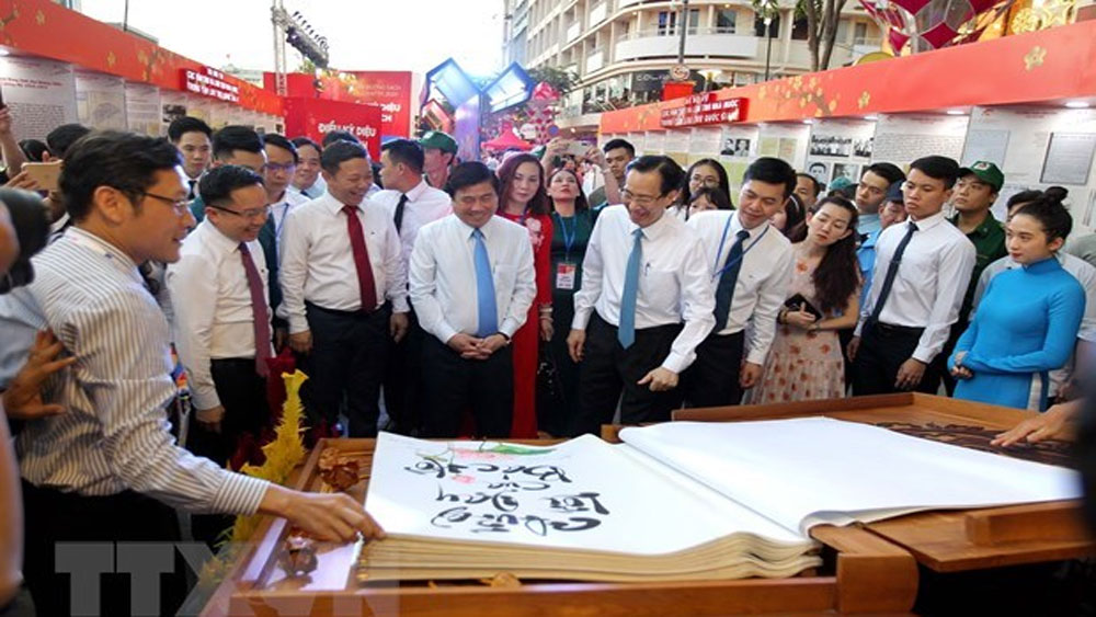 Book street festival, HCM City, various valuable photos, reading culture, spiritual life, Outstanding newspaper, 90th founding anniversary