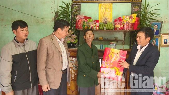 140 hộ đặc biệt khó khăn được cứu trợ đột xuất dịp Tết Nguyên đán Canh Tý