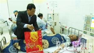 Lục Ngạn: Tặng 34 suất quà Tết cho bệnh nhân chạy thận tại Trung tâm Y tế huyện