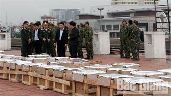 Phó Chủ tịch UBND tỉnh Lê Ánh Dương thị sát công tác chuẩn bị bắn pháo hoa